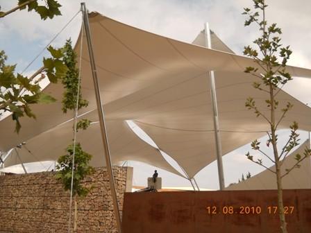 Instalación de una carpa en la Torre d'en Guiu
